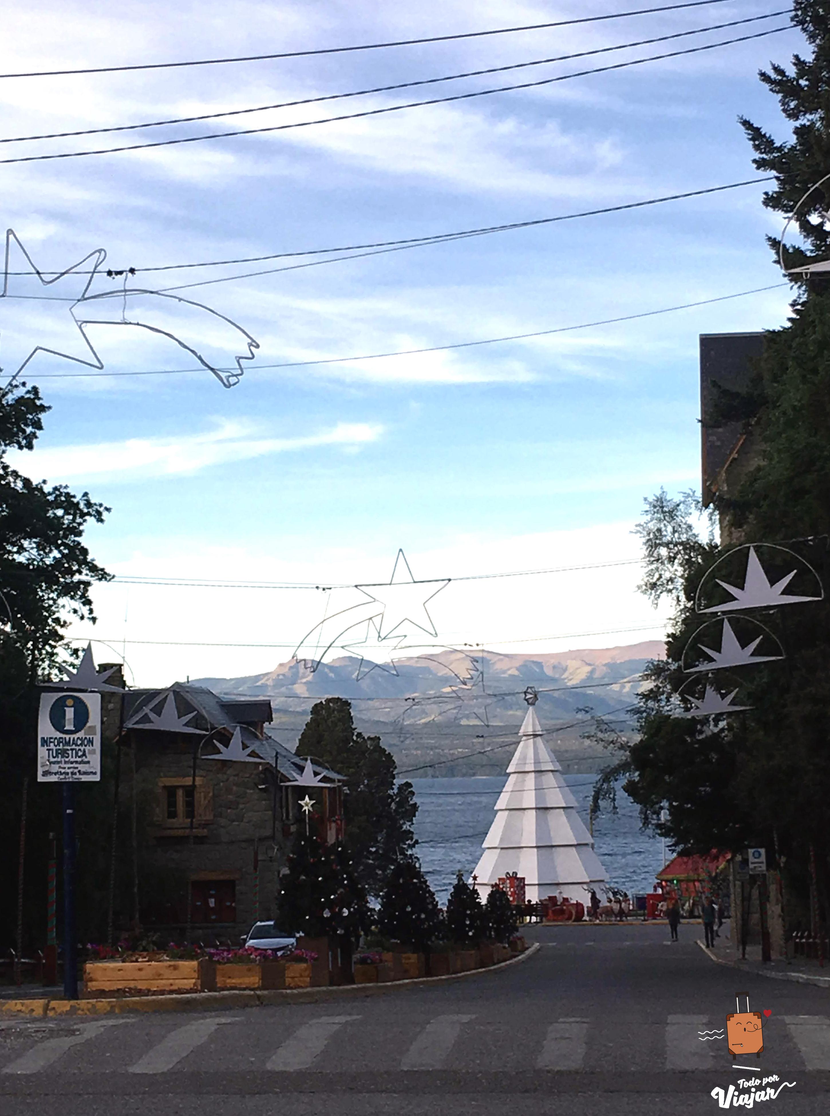 Calle hacia el Centro Cívico en Bariloche